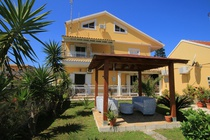Detailed description of Corfu Apartments Alex Garden near to the beach in Arillas with many pictures.