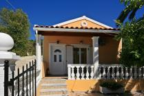 Detailed description of Corfu Holiday House Arista in Agios Georgios Pagon (Pagi) with many pictures.