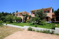 Detailed description of Corfu Apartments Dora in Agios Georgios Pagon (Pagi) with many pictures.