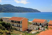 Detailed description of the Hotel Angelos in Agios Georgios Pagon (Pagi) in direct beach location with sea view with many pictures